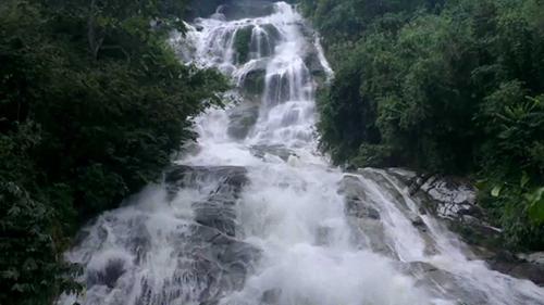 Lata Kinjang Waterfall