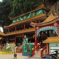 sam-poh-tong-temple-01